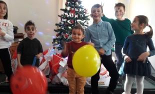 CECCAR Vâlcea: Cadouri primite cu emoție de micuți