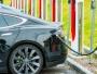 """APIA: Creştere de peste 15% a vânzărilor de autoturisme """"verzi"""" în România, în primele zece luni"""