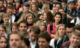 Eurobarometru: Majoritatea tinerilor europeni se simt marginalizați