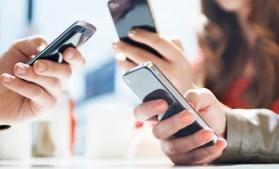 Numărul de abonamente de telefonie mobilă a depășit pentru prima dată numărul de cartele preplătite active