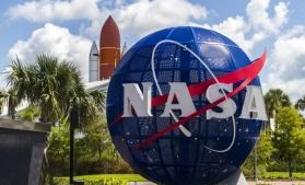 NASA a prezentat noile costume spațiale care vor fi purtate de astronauți pe Lună