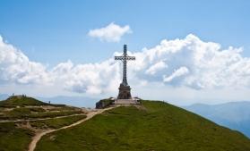 O misiune la altitudine: restaurarea Crucii Eroilor de pe Caraiman