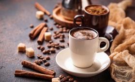 Lumea bea mai puţină cafea într-o perioadă în care angajaţii din birouri stau acasă