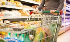 Produsele de igienă şi cosmetică, mălaiul şi fructele proaspete s-au scumpit cel mai mult în iunie