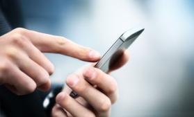 Husa inteligentă care încarcă singură telefonul
