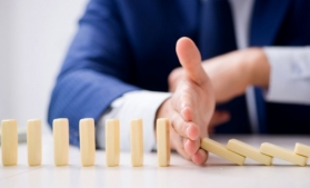 În confruntare cu incertitudini și riscuri