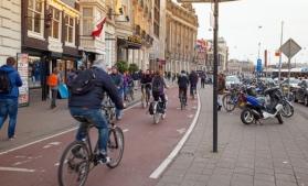 Deloitte: Pandemia accelerează procesul de transformare a centrelor orașelor în zone mai prietenoase cu pietonii și bicicliștii