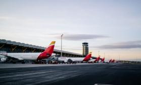 """Un aeroport """"fantomă"""" din Spania s-a reinventat în loc de parcare pentru avioanele nefolosite"""