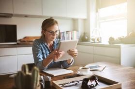Studiu: Bucureștenii preferă modelul hibrid de lucru – de acasă și de la birou, iar efectele se văd deja pe piața rezidențială