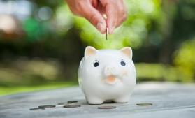 Sondaj: Aproape jumătate dintre români vor să pună bani deoparte anul acesta