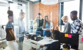Sondaj global PwC: Mai mult de jumătate dintre angajați cred că puțini oameni vor mai avea un loc de muncă stabil pe termen lung, în viitor