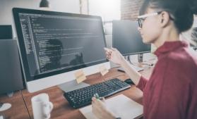 Kaspersky: Două din zece femei care activează în IT, inspirate de un model feminin când şi-au ales profesia