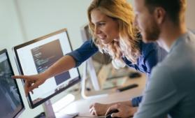 Peste jumătate dintre angajații în servicii bazate pe utilizarea intensivă a cunoașterii sunt femei