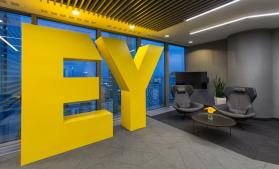 EY: Două treimi dintre directorii celor mai mari companii la nivel global intenționează să realizeze o investiție majoră în tehnologie