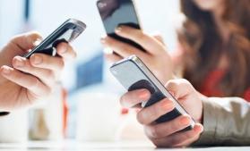 Barometru: Peste două treimi dintre români folosesc mult mai mult smartphone-urile, față de perioada pre-pandemie