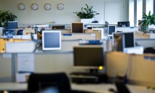 Mai multe locuri de muncă vacante