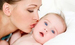 Procedurile de acordare a indemnizației și concediului pentru creșterea copilului, simplificate de la 1 iulie