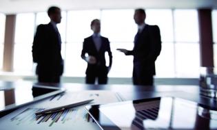 Studiu: Managerii cu experiență apreciază că supraîncărcarea informațională, stimulentele inadecvate și birocrația conduc la greșeli în procesul decizional