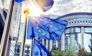 Comisia Europeană: Posibile căi de urmat pentru aprofundarea Uniunii Economice și Monetare
