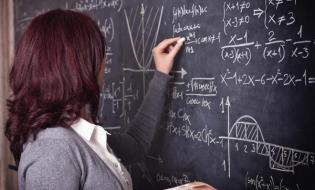 Guvernul a actualizat regimul de acordare a sporurilor pentru condiții de muncă în învățământ