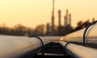 Studiu: Obligația României de a tranzacționa 30% din gazele naturale în sistem centralizat, suficientă pentru a impulsiona piața de profil