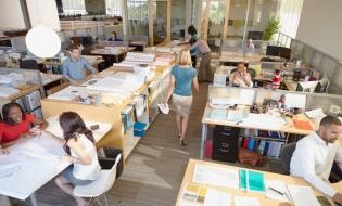 Sondaj: 64% dintre angajații care lucrează în birouri sunt deranjați de zgomotul ambiental