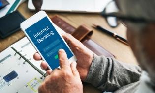 Studiu: Patru din zece români utilizatori de internet apelează la servicii de Internet Banking cel puțin o dată pe săptămână