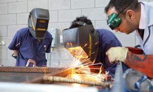 Subvenţie de 2.250 lei/lună pentru angajatorii care încheie un contract de ucenicie sau de stagiu