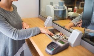 Consiliul Concurenţei: Refinanțarea creditelor la o altă bancă decât cea care a acordat împrumutul aduce beneficii clienților şi stimulează concurența între bănci