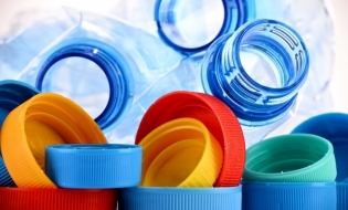 Produsele din plastic de unică folosinţă, interzise din 2021