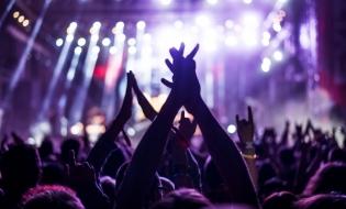 Vara festivalurilor și a concertelor: businessul în artă și arta businessului