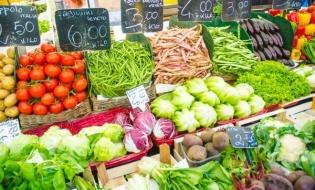 """NYT: Tone de mâncare sunt irosite la nivel mondial. O soluție – """"Ora fericită"""" în supermarket"""