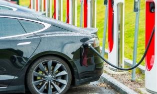 Studiu: Peste o treime dintre români şi-ar dori să cumpere o maşină electrică