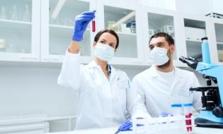 Industria farmaceutică testează 145 de potențiale tratamente pentru COVID-19