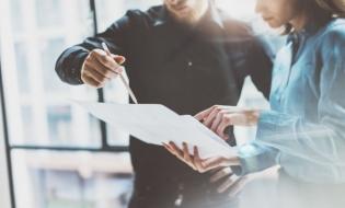 Prelungirea acordării unor drepturi în domeniile restricționate și reglementările privind desfășurarea online a programelor de formare profesională, publicate în Monitorul Oficial