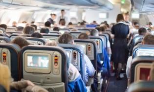Bloomberg: Companiile aeriene scot scaunele din avioanele de pasageri pentru a putea transporta marfă