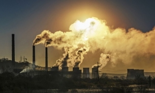CE: Emisiile de gaze cu efect de seră au scăzut semnificativ anul trecut