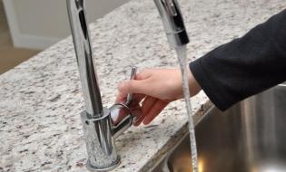 Anul trecut, 55,8% din populația rezidentă a României era conectată la sistemele de canalizare