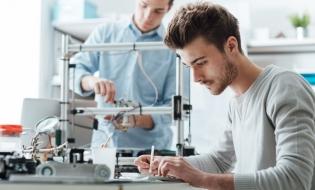 Numărul inginerilor şi oamenilor de ştiinţă din Uniunea Europeană a crescut anul trecut cu 2%