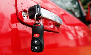 Solicitanţii de permis de conducere cu deficienţe grave de auz trebuie să echipeze mașinile cu oglinzi mai mari
