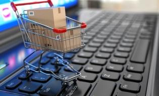 Activităţile financiare în mediul online, în continuă creştere; doi din trei utilizatori de internet fac lunar cumpărături online