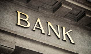 Marile bănci se aşteaptă ca peste jumătate dintre angajaţi să revină la birou în trimestrul al treilea