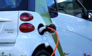 Primul hub din România şi din Europa de Est, de încărcare rapidă a maşinilor electrice, inaugurat la Bucureşti