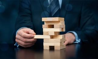 Studiu: 73% dintre directori financiari din Europa Centrală sunt mai reticenţi, comparativ cu anul trecut, privind adoptarea unor decizii cu grad ridicat de risc