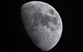 Luna ar fi cu o sută de milioane de ani mai veche decât se credea