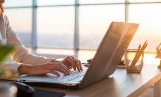 BestJobs: Peste o treime dintre românii care lucrează de acasă spun că sunt mai productivi decât la birou