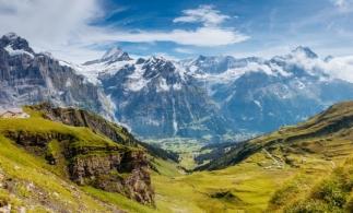 Bogaţii lumii vor putea utiliza şi Munţii Alpi drept seifuri
