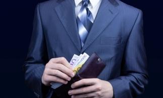 Analiză: Patru din zece români îşi gestionează banii bazându-se pe memorie şi instinct