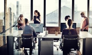 Raport: Majoritatea angajaţilor globali optează, în continuare, pentru acces la opţiuni flexibile de lucru de la distanţă