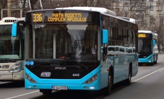INS: 54,3% din pasagerii înregistrați în 2020 în transportul public local au călătorit cu autobuze și microbuze